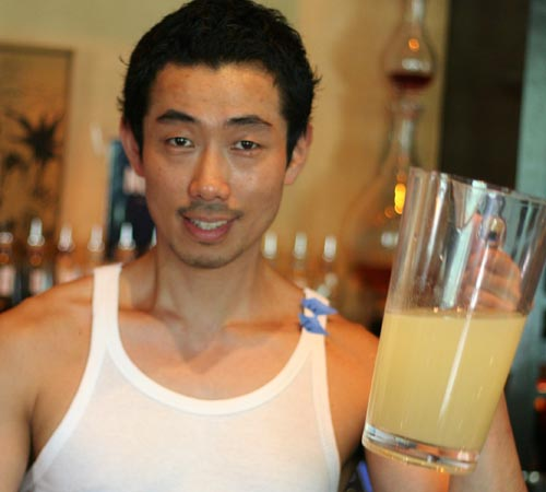 Kenta with the pre-mix daiquiri: 2 parts white rum, 3/4 parts simple syrup 1:1, 3/4 parts lime juice